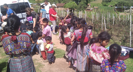 Guatemala moms with clothes